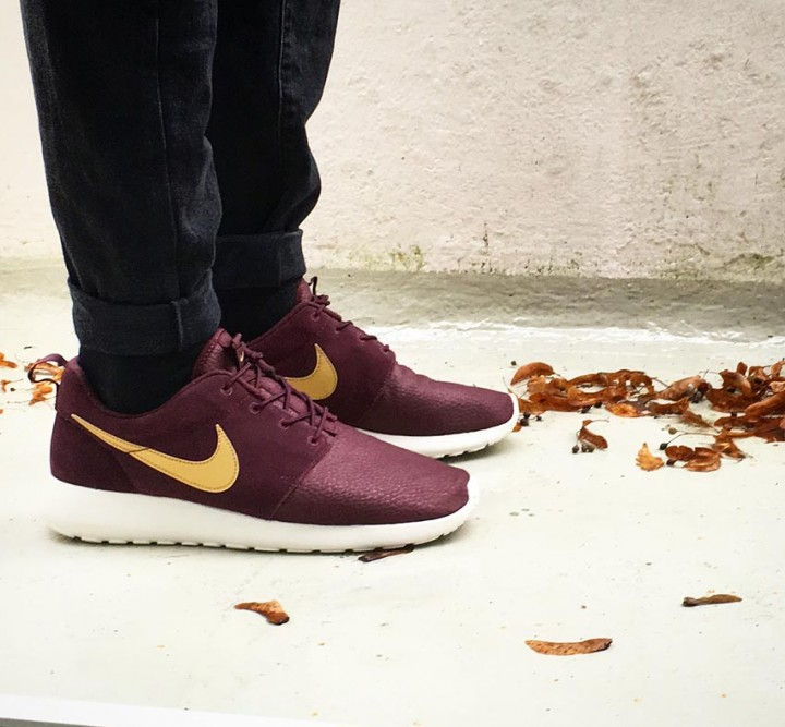 hot sale online 8afdd 94692 Nike Roshe One Suede in Mahogany Gold - Neuer Sneaker
